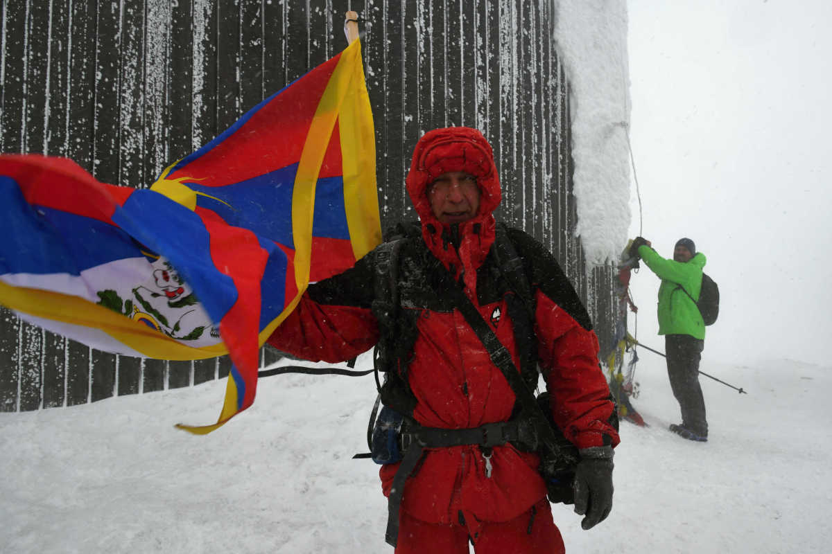 Tibetská vlajka na střeše republiky, 9. 3. 2019